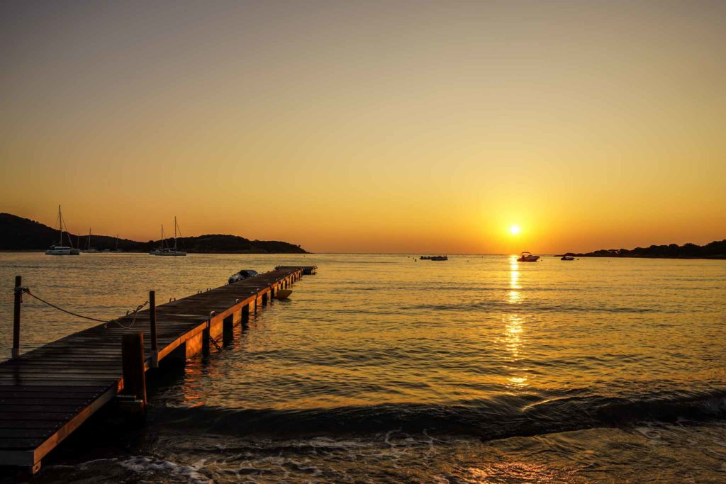 baie de rondinara lever de soleil